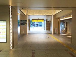 大阪府枚方市の樟葉駅改札